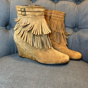 Areosoles Wedge fringe ankle boots